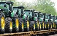 ג'ון דיר: ירידה ברווחים ופיטורים