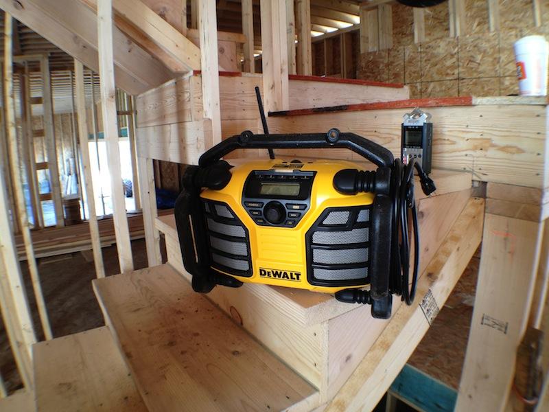 רדיו מטען דה-וולט DCR015