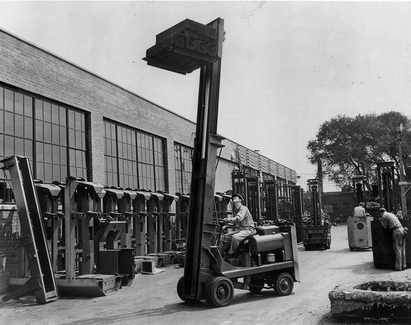 """מלגזת Towmotor מקורית (ארה""""ב, 1942)"""