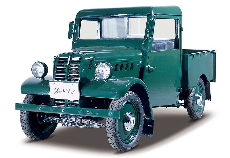 """הטנדר הראשון של דאטסון לאחר מלחה""""ע היה ה-2225 שהושק ב-1946; מנוע 4-צילינדרי, 722 סמ""""ק עם 15 כ""""ס הספיקו לסחוב חצי טון מטען..."""
