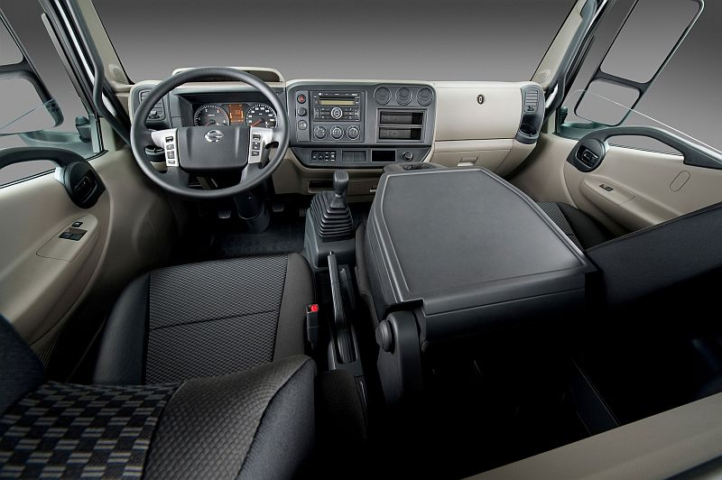 משאית ניסאן NT500 - סביבת הנהג