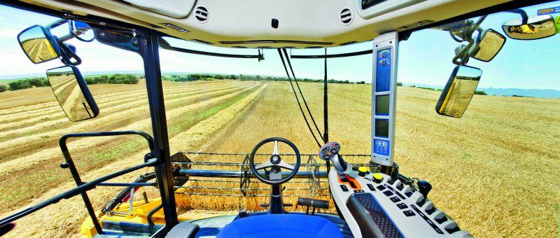 בניו הולנד מכנים את תא המפעיל החדש בסדרה TC5000 בשם Harvest Suite Comfort cab והיא מתיימרת להיות הנוחה והנעימה ביותר לשהייה בקטגוריה