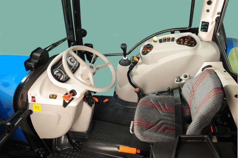 סביבת המפעיל עודכנה ושודרגה וכוללת בין השאר כיסא משוכך-אוויר חדש