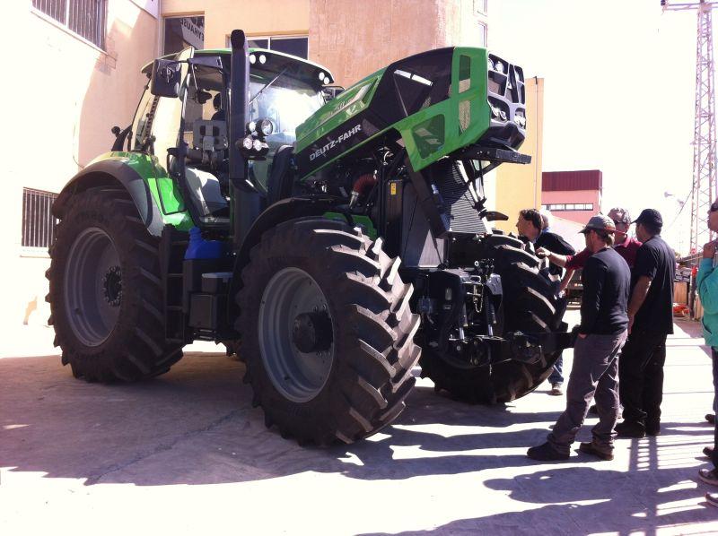 """מאות חקלאים, רובם אנשי גד""""ש מרחבי הארץ, הגיעו לעמק חפר להציץ בענק המעוטר של דויץ-פאהר"""