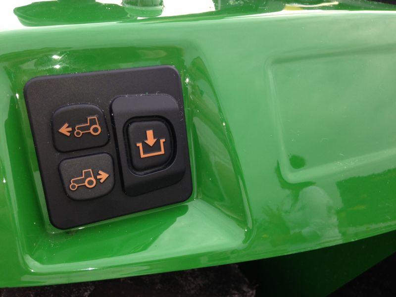 כפתורים חיצוניים מאפשרים כיוון נוח ומדויק של הכלי לצורך התחברות לציוד נרתם – כאשר המפעיל מחוץ לכלי
