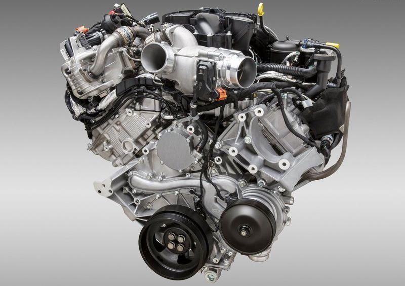 """מנוע ה-V8 בנפח 6.7 ליטר עבר ריענון ושיפור מקיף, ומציע עתה 440 כ""""ס חסרי תחרות בקטגוריה"""