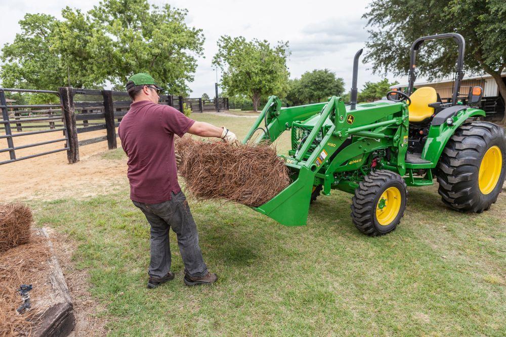 כטרקטורים רב תכליתיים מיועדים דגמי סדרה 4 החדשים למגוון משימות חקלאיות...