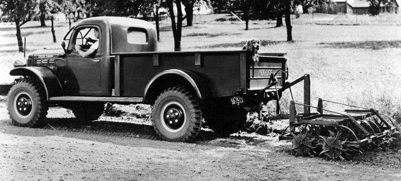 """דודג' 'פאוור ואגון' משנת ייצורו הראשונה – 1946. קל להבין כיצד הפך למבוקש בעיקר בקרב חקלאים בארה""""ב."""
