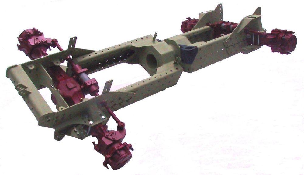 השלדה הייחודית – הרשומה כפטנט – המצטיינת בקשיחות גבוהה ביותר יחד עם משקל נמוך. הציר במרכזה מאפשר תנועה נפרדת של החלק הקדמי והחלק האחורי של הטרקטור
