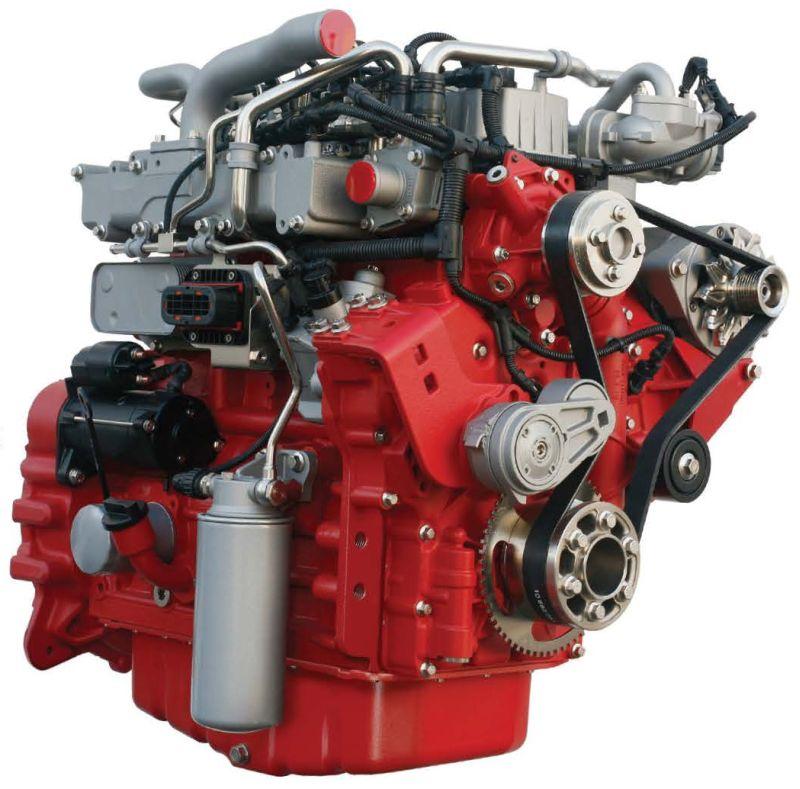 מנוע דויץ החדש המותקן במלגזות מסדרה C40-55 של קלארק (למעלה) חלש בהספקו ממנוע הקובוטה ששירת בסדרה עד כה (בכחול, למטה), אך נקי וחסכוני ממנו