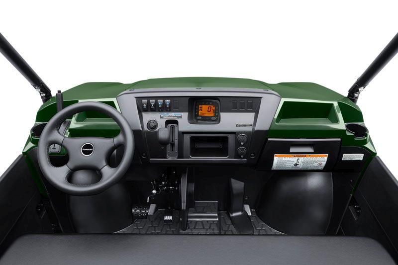 סביבת הנהג במיול Pro-FXT החדש היא קפיצת דור לפנים לעומת המוכר עד כה בדגמי המיול הספרטניים, וכוללת בין השאר צג דיגיטאלי רב שימושי וברור לקריאה, 2 יציאות חשמל, גלגל הגה חדש לגמרי ומוט בלם חנייה שהותקן משמאל להגה על לוח המחוונים, בכדי לפנות מקום לקבלת ספסל רחב מאי פעם