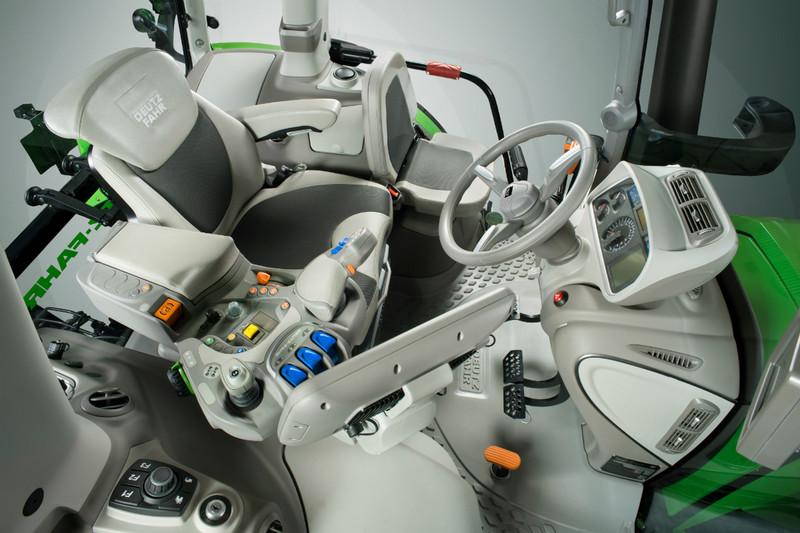 סדרה 9 החדשה מצויידת בתא המפעיל המתקדם והארגונומי של החברה המכונה MaxiVision