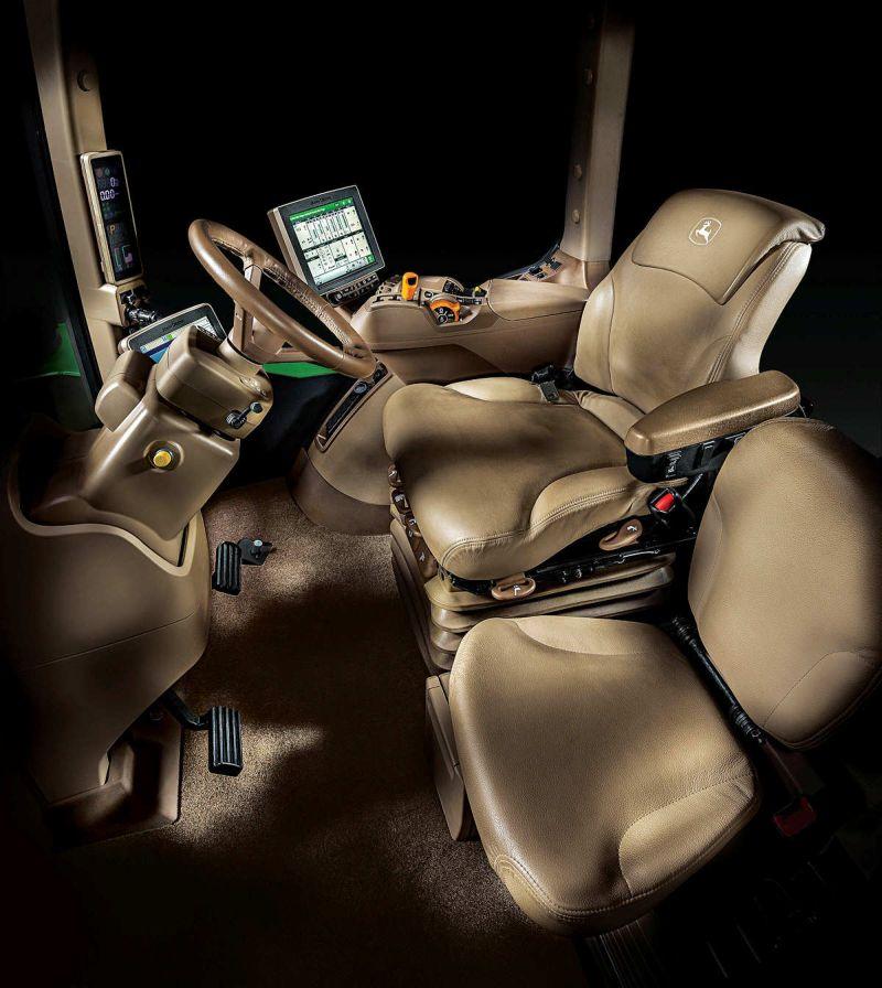 John Deere 9RX CommandView III Cab