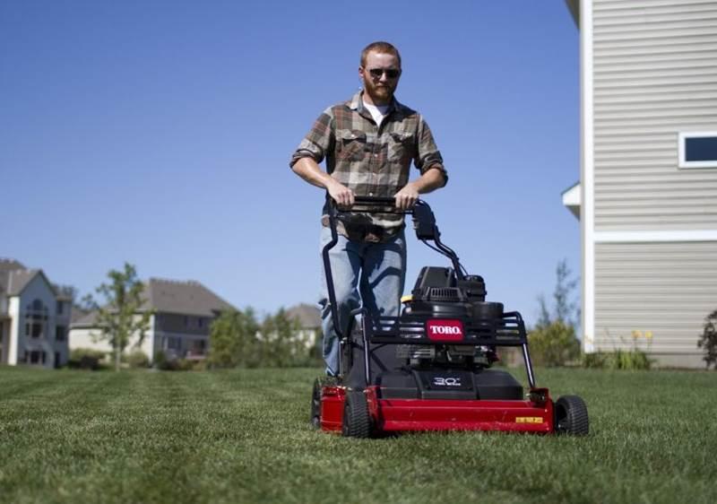 מכסחת דשא Toro TurfMaster 30