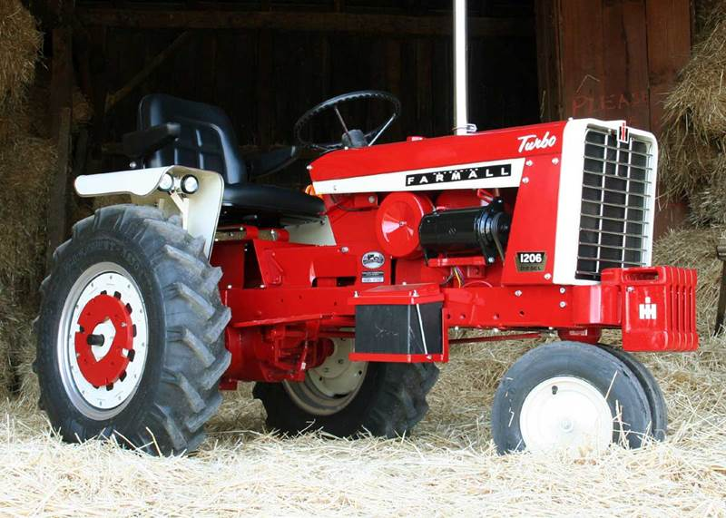 וזו התוצאה: Farmall 1206 Narrow Front