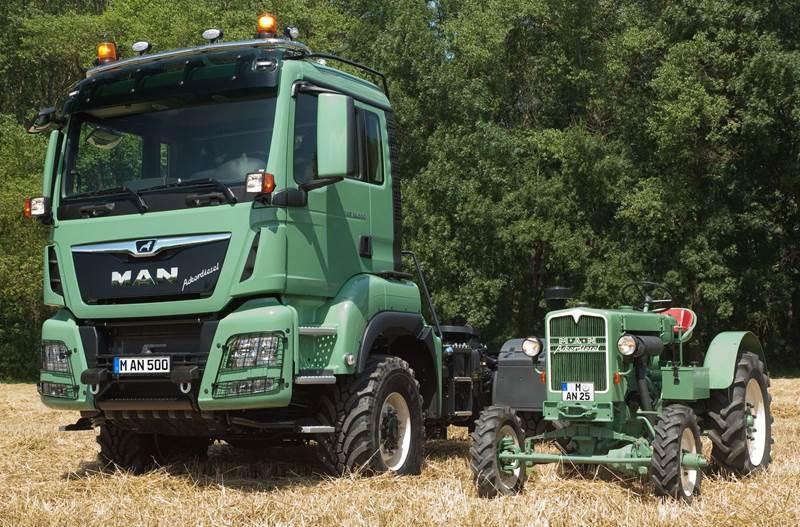 מ.א.ן TGS 18500 4x4 BL לשימוש חקלאי, לצד טרקטור של מ.א.ן משנת הייצור האחרונה בה החברה ייצרה טרקטורים – 1963