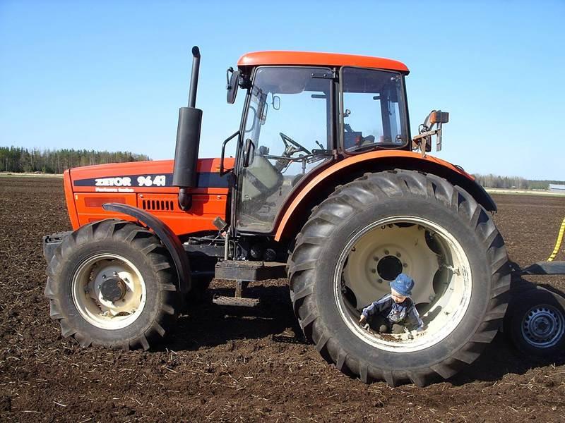 זטור 9641 Forterra יוצר מ-1999-2002