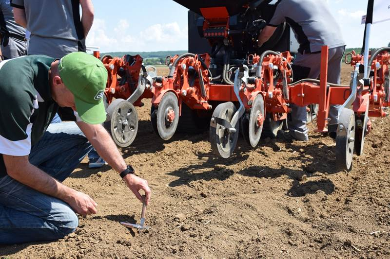 רובוט חקלאי Challenge Centeol